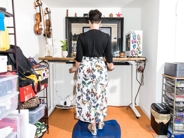 雅基·郑在曼哈顿的家中工作。