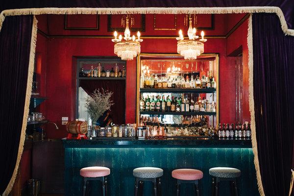 Ginger & Kafe餐厅是一家古怪浪漫的餐厅。食客可在此享用青柠椰汁炖牛肉、罗望子酱排骨、红咖喱鸭胸肉加热带水果。