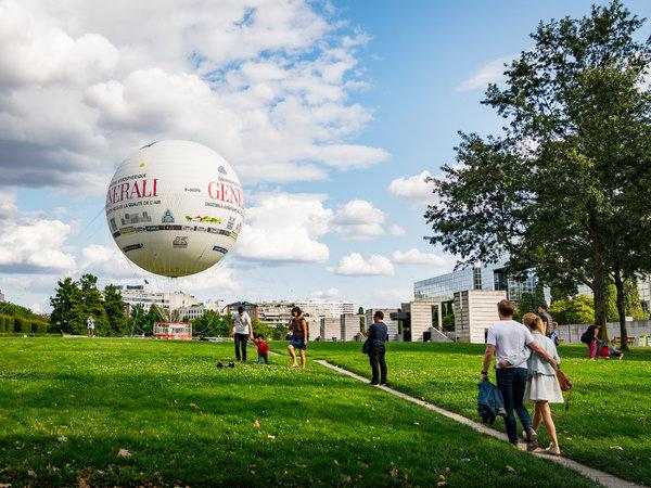 雪铁龙公园中的巴黎气球为这座城市着名的林荫大道和纪念建筑提供了一个绝佳的视角。