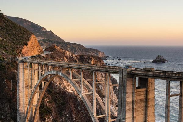 加州一号州道——又称1号公路——上的比克斯比大桥。