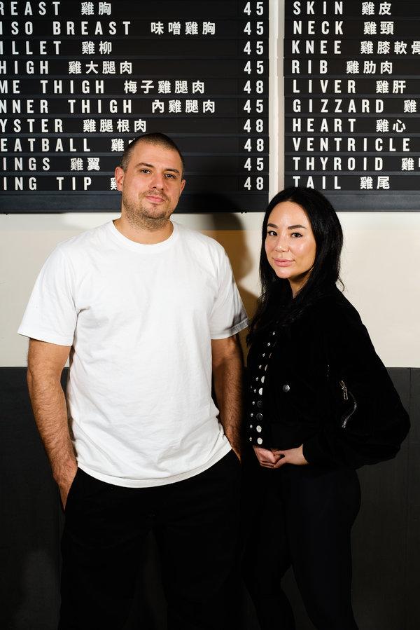 同為加拿大人的馬特·阿貝熱爾(Matt Abergel)和林賽·詹格(Lindsay Jang)於2011年開辦了燒鳥店。