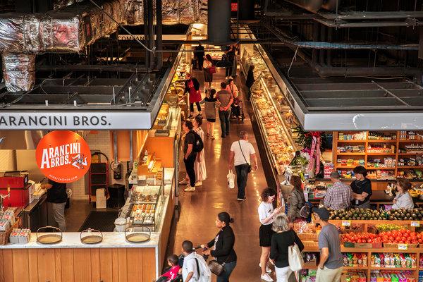 埃塞克斯市场(Essex Market)是今年春天搬到埃塞克斯大厦的食品集市,后者是下东区的一个租赁楼盘。