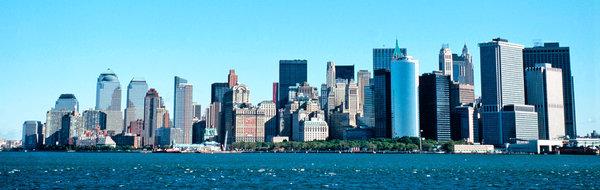 2001年10月,曼哈顿中心,双子塔被摧毁后的天际线。