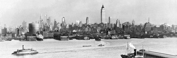 约1931年,曼哈顿西侧,帝国大厦正在建造。