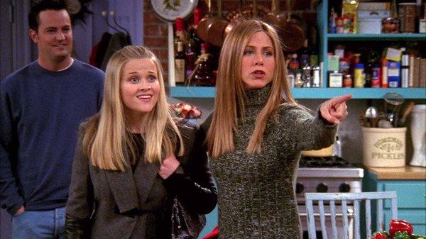 瑞茜·威瑟斯彭和安妮斯顿在《老友记》中扮演姐妹。