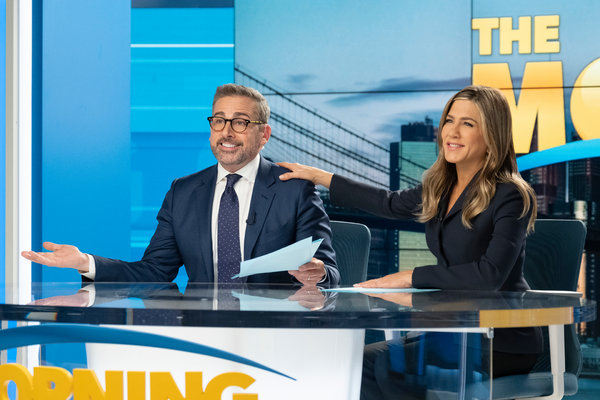 在新一季中,史蒂夫·卡瑞尔饰演一个被解雇的早间节目主持人,安妮斯顿饰演的多年搭档只能面对此事造成的后果。