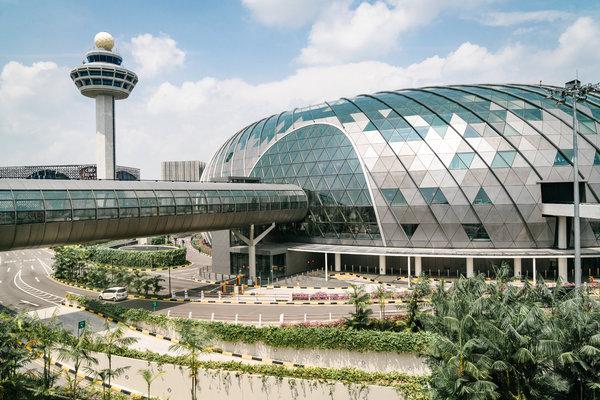 从旅客捷运系统Skytrain看新加坡樟宜机场。