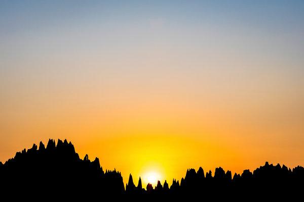 黥基·德·贝马拉哈及其针状石灰岩构造。
