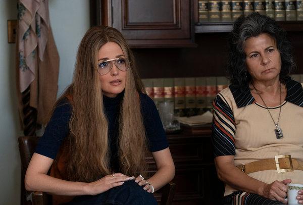 萝丝·拜恩饰演的格洛丽亚·斯泰纳姆及特蕾西·厄尔曼饰演的贝蒂·弗里丹。