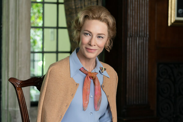 我们可以通过人物的穿衣打扮了解她们:凯特·布兰切特在《美国夫人》剧中饰演菲利斯·施拉夫利。