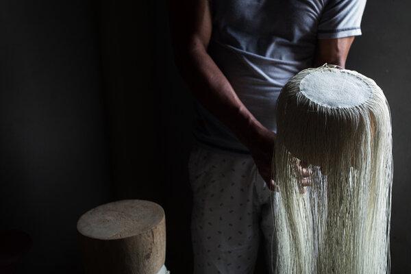 巴拿馬帽子的頂部叫做plantilla——這是埃斯皮納爾先生編織的。