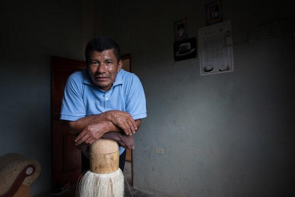 埃斯皮納爾現年52歲,被很多人認為是目前在世的最偉大的巴拿馬帽匠。