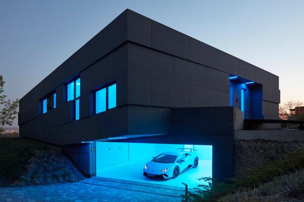 布拉格的索菲亞別墅擁有一套建築管理系統,可以控制照明和供暖等功能。