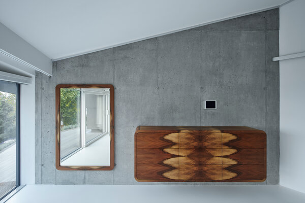 在房子裡,「一扇門不僅僅是一扇門」,設計師克里斯托夫·漢茲裡克說,「而是多層系統的一部分。」