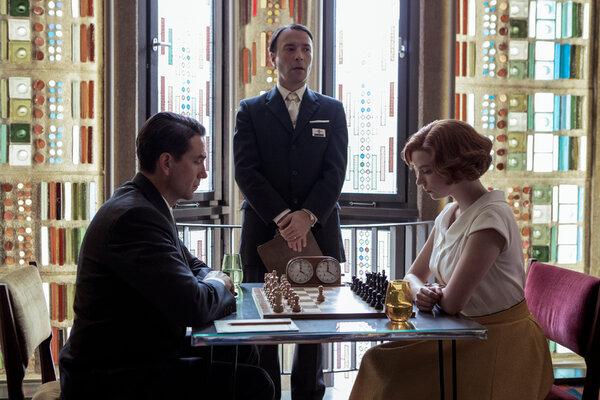馬辛·多洛辛斯基和安雅·泰勒-喬伊在《后翼棄兵》中飾演了兩位來自完全相反世界的國際象棋大師:他是一個守口如瓶的蘇聯人,而她是一個迷人而麻煩不斷的美國女人。