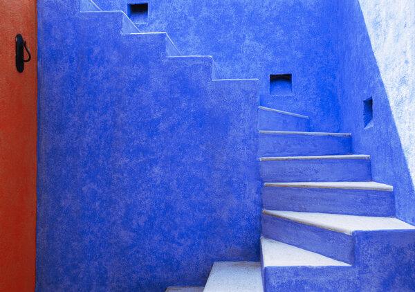 在卡里耶斯,墨西哥太平洋海岸的一个私人度假社区的多彩建筑。
